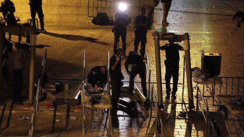 Jérusalem: retrait des mesures de sécurité à l'esplanade des Mosquées, les Palestiniens retournent prier