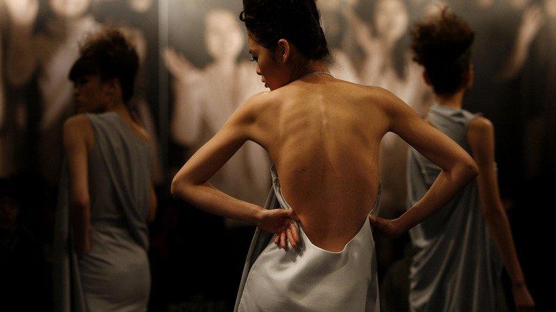 Mode: des géants du luxe français bannissent les mannequins trop maigres