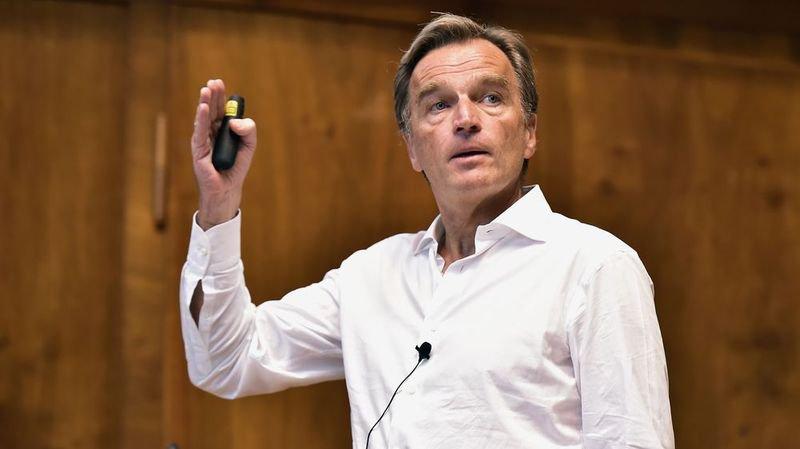 Jean-Philippe Rochat, président de la candidature Sion 2026, estime qu'une double attribution permettrait d'économiser du temps et de l'argent.
