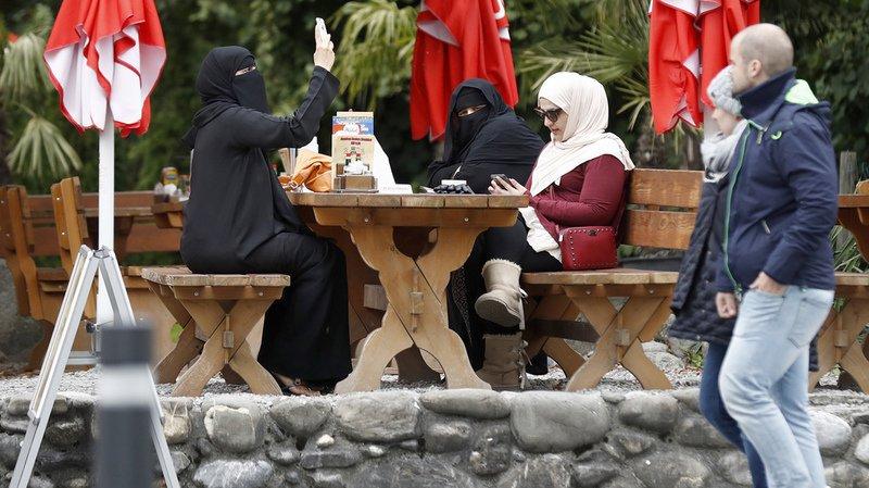 L'initiative contre le port de la burqa récolte 105'000 signatures valables, le peuple votera