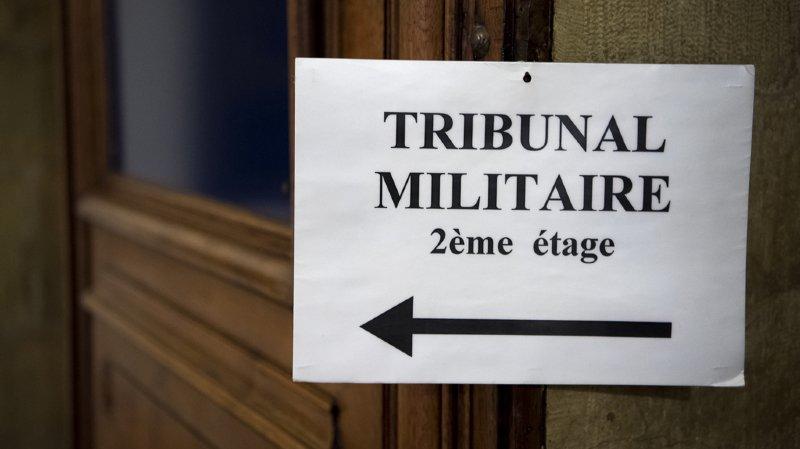 Un garde-frontière devant le tribunal militaire après la fausse-couche d'une réfugiée syrienne en 2014