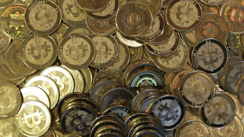 Monnaie virtuelle: débuts prometteurs du bitcoin à la Bourse mondiale