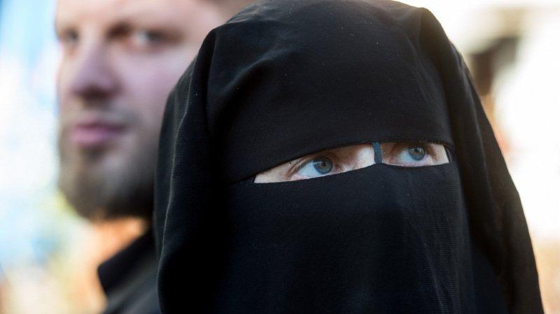 Trois quarts des Suisses accepteraient l'initiative anti-burqa selon un sondage