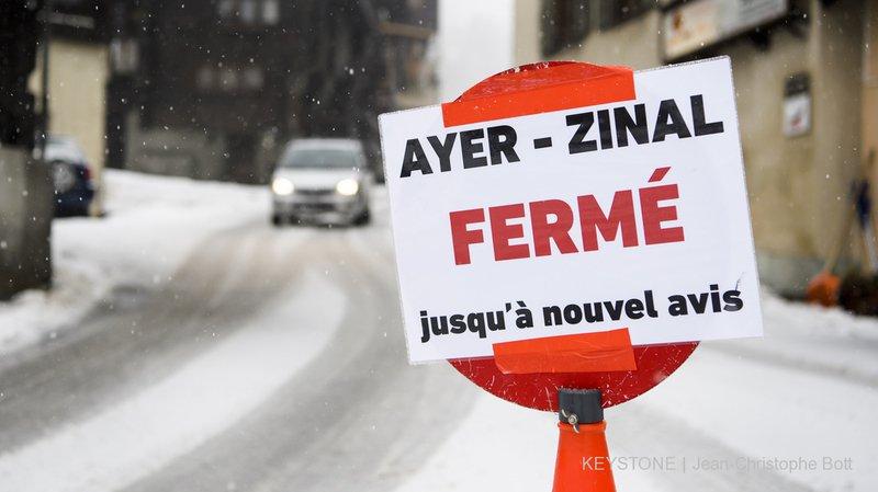 Danger d'avalanche:  routes et lignes ferroviaires coupées en Suisse
