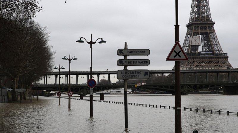 La Seine a débordé à Paris.