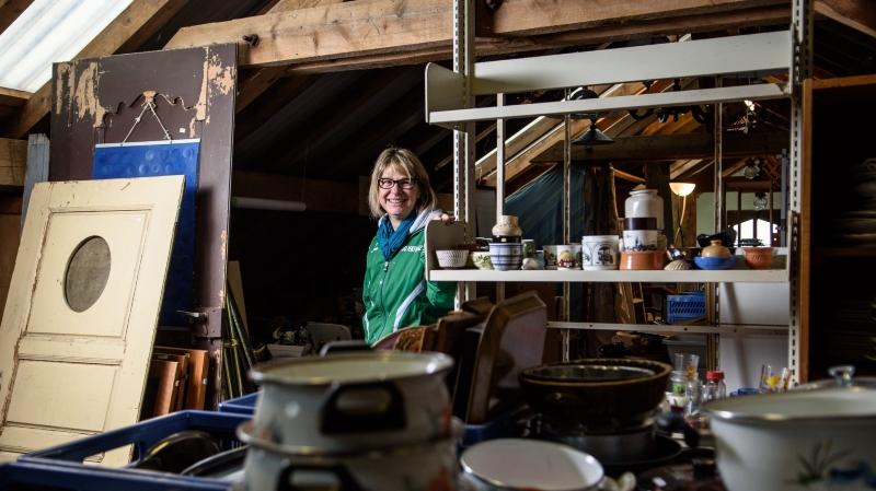 Corinne Doebeli ne compte pas ses heures pour que la brocante ouvre ses portes au public dès le 1ermai.