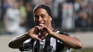 Football: à 37 ans, le joueur brésilien Ronaldinho prend sa retraite