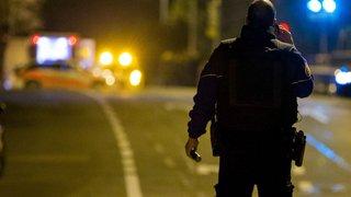 Retranché et armé, il menace de se suicider