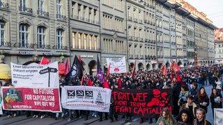 Manifestation anti-WEF bruyante mais pacifique