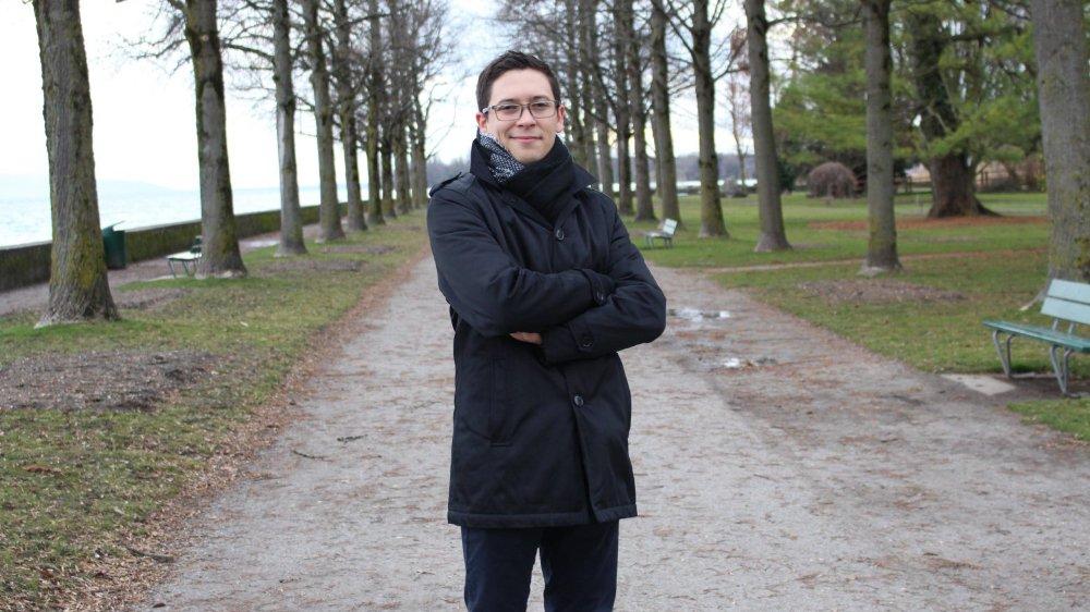 Roman Anoz est passionné de lecture, de sport et de théâtre.