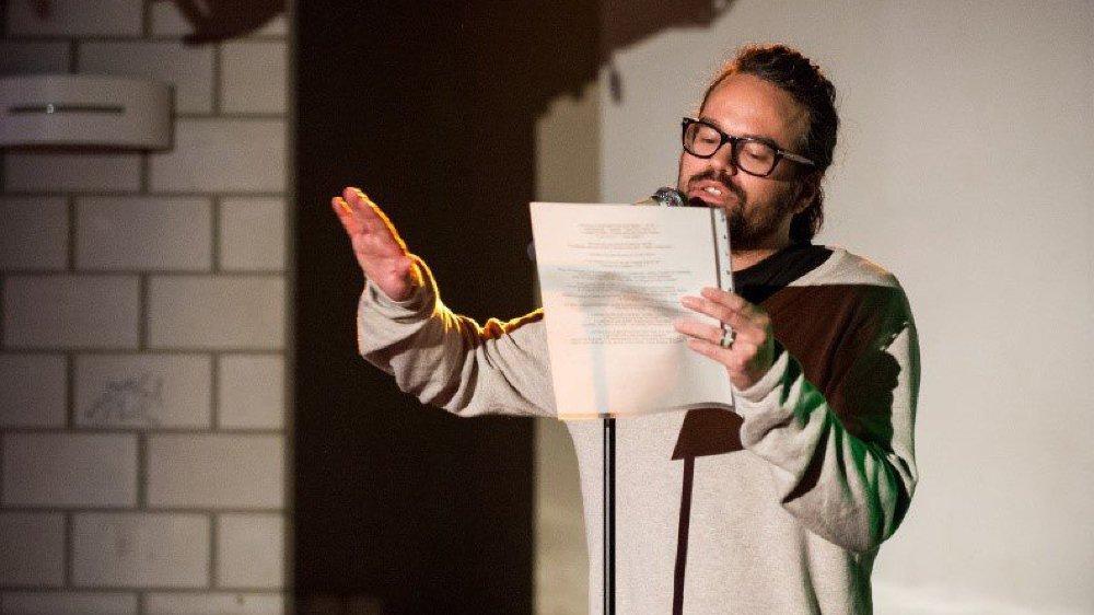«Mon prénom c'est Pablo: Poète Alternatif Baudelairien Libertaire et Oulipien» scande Pablito dans son slam intitulé «Acronymes Anonymes».