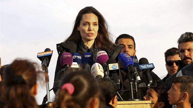 """""""Nous exhortons les membres du Conseil de sécurité à agir pour régler le conflit et à construire la paix en Syrie"""", a affirmé Angelina Jolie."""