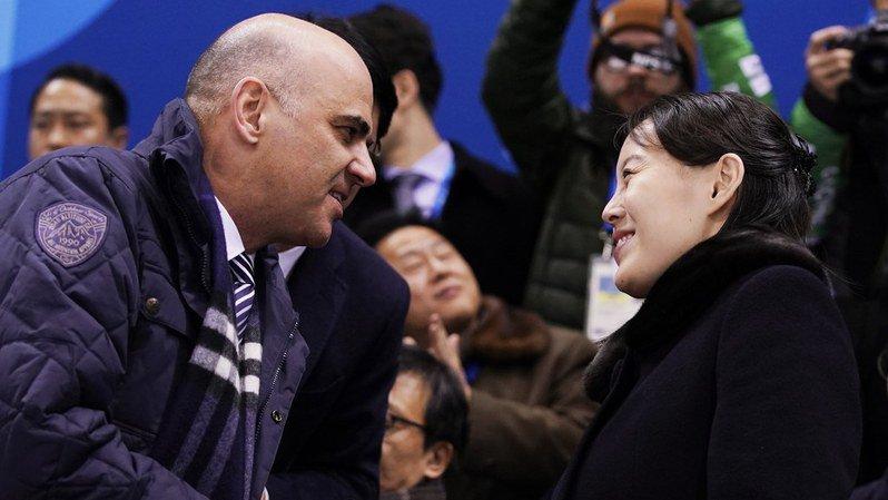 JO 2018: poignée de main entre Alain Berset et la soeur de Kim Jong-un