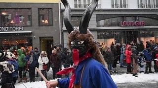 Le carnaval envahit les rues d'Einsiedeln (SZ)