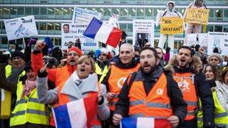 Vevey: près de 200 salariés français manifestent devant le siège de Nestlé