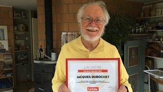 Jacques Dubochet a reçu son diplôme tout sourire