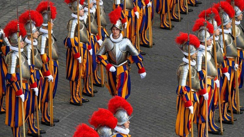 Les gardes suisses du pape ne seront pas dispensés de service militaire en Suisse