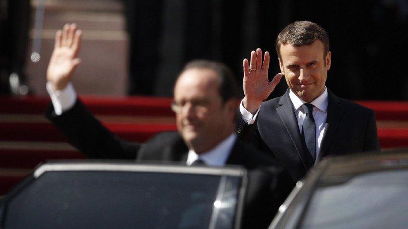 """France: dans un livre, l'ancien président Hollande accuse Macron de """"creuser les inégalités"""""""