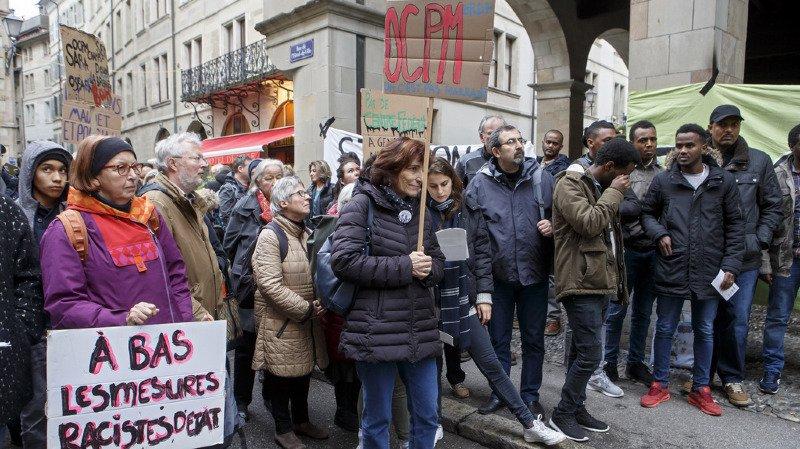 Genève: une centaine de personnes manifestent contre les nouvelles procédures d'asile