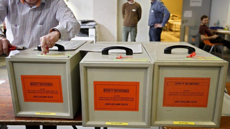 Les urnes livrent peu à peu leurs premiers résultats ce dimanche après-midi.