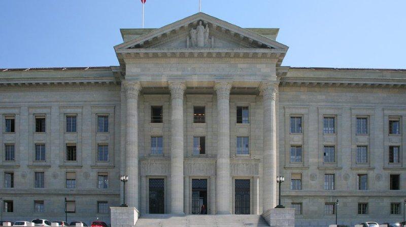 La justice vaudoise doit examiner à nouveau l'indemnisation d'un condamné détenu dans des cellules inadaptées, estime le Tribunal fédéral.