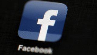"""États-Unis: Facebook """"suspend"""" Cambridge Analytica, une entreprise liée à la campagne de Trump"""