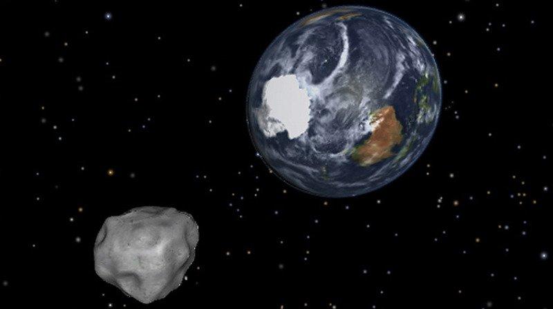 """D'autres astéroïdes ont frôlé la Terre de plus près. En octobre, """"2012 TC4"""" est passé à 44'000 km. Un autre était passé à 28'000 km en 2013."""