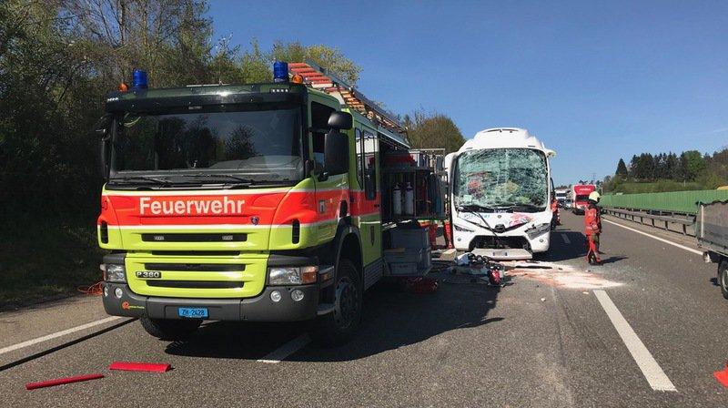 Winterthour: quinze blessés dans un accident entre un car et deux camions