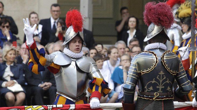 Vatican: 32 nouveaux gardes suisses prêtent serment