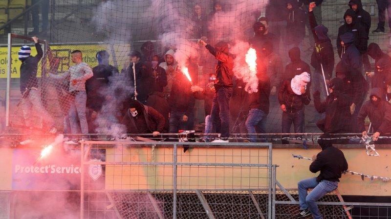 """Football: 13 supporters """"ultras"""" du LS et du FC Thoune interpellés après des violences, 2 blessés"""