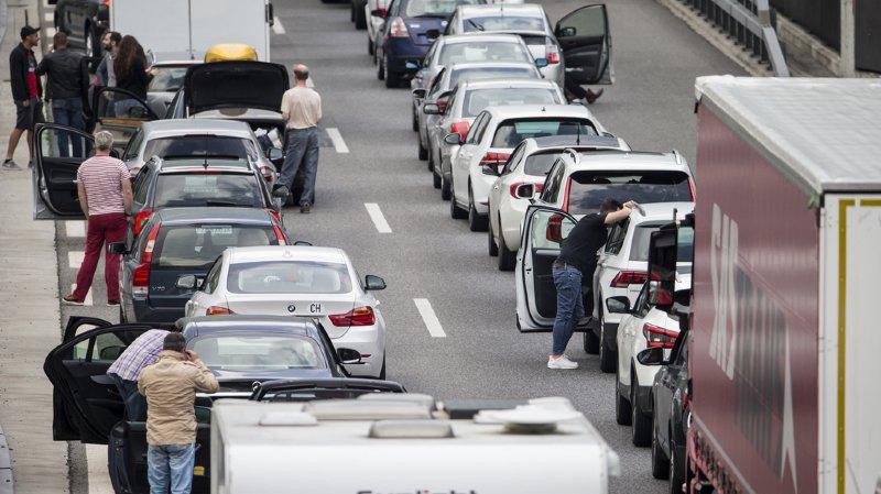Week-end de la Pentecôte: 28 km d'embouteillage au tunnel du Gothard, un record depuis 1999