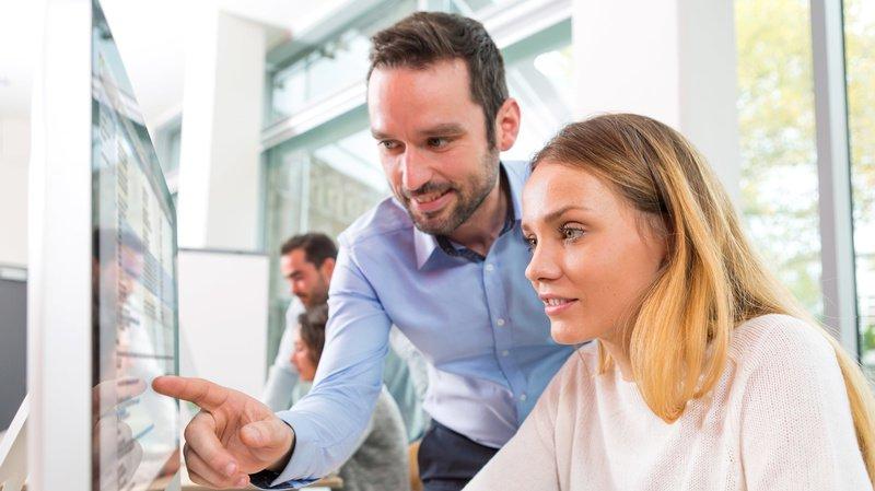 Le groupe des 45-54 ans est celui qui éprouve le moins de satisfaction (-6%), tandis que les employés plus jeunes ainsi que ceux plus âgés sont plus comblés.