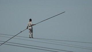 Le funambule Laurence Tremblay-Vu traverse le Rhin
