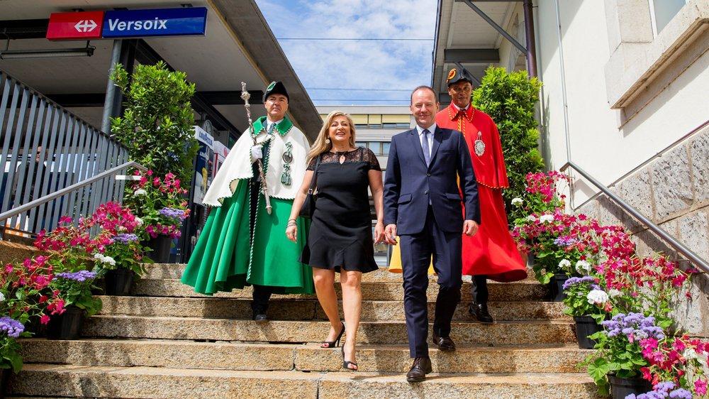 Nuria Gorrite, conseillère d'Etat vaudoise, et son homologue genevois, Serge Dal Busco, ont fait le voyage en train entre Coppet et Versoix pour inaugurer le nouveau cadencement horaire.
