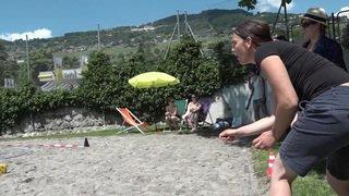 Vaud: premier championnat du lancer de tapettes à mouches à Vevey
