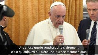 Le pape donne ses impressions de sa visite en Suisse dans l'avion du retour