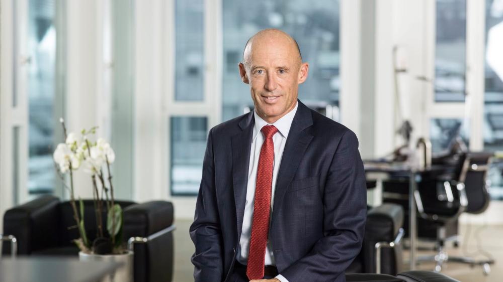 Critiqué depuis l'éclatement de l'affaire Pierin Vincenz, son prédécesseur à la tête de Raiffeisen, Patrik Gisel jette l'éponge.