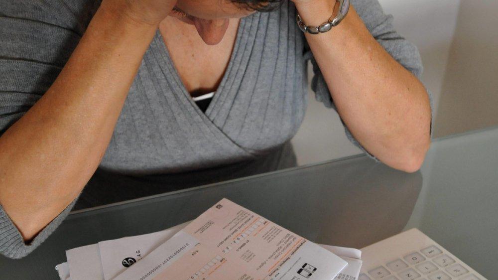 Payer des factures en retard ou des dettes par le biais d'un crédit  à la consommation n'est pas un bon plan.
