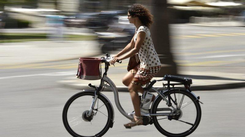 Pendant un mois, les sujets devaient effectuer au moins six kilomètres trois jours par semaine. Une moitié était dotée de vélos électriques, l'autre de vélos. (illustration)