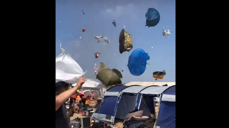 Pas sûr que tous les festivaliers aient retrouvé leur tente après ça...