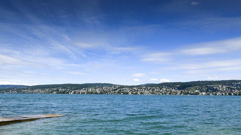 Une personne s'est noyée dans le lac de Zurich, au large de Thalwil. Les recherches continuent afin de retrouver la personne portée disparue.