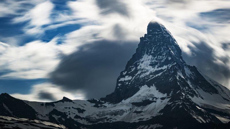 Un homme et une femme de 30 ans qui se sont lancés dans l'ascension du Cervin ont perdu la vie mercredi.
