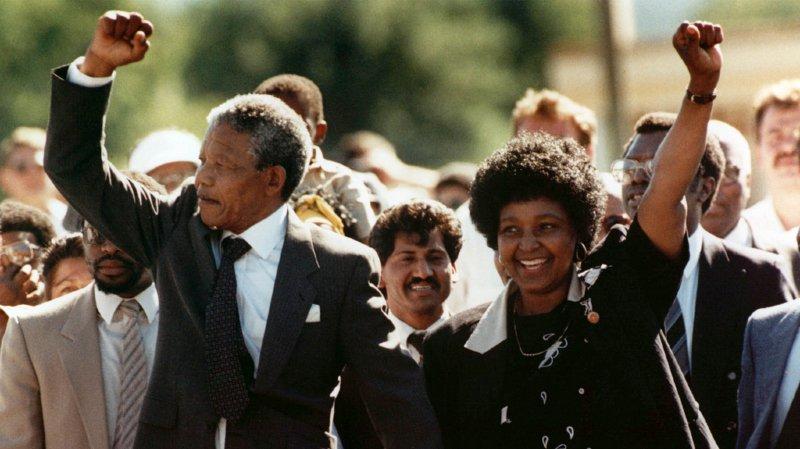 Nelson Mandela était surveillé par le FBI même après sa libération. (AP Photo)