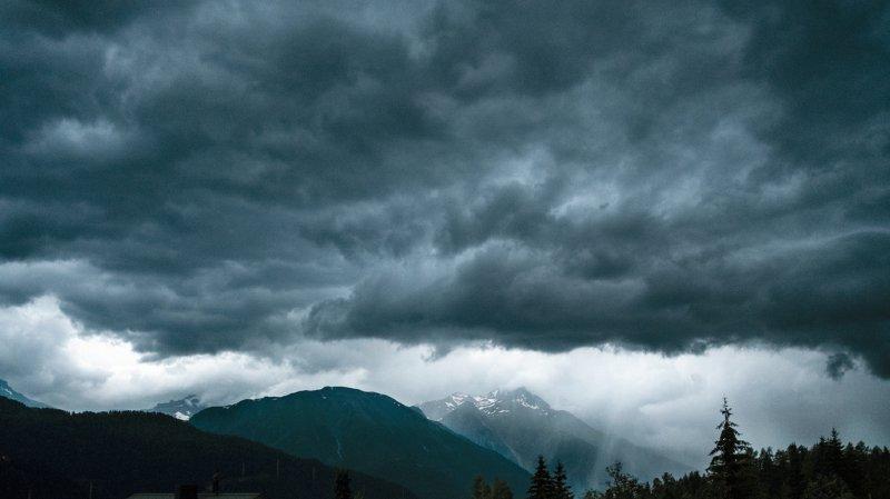 Les nuages noirs n'ont amené que des orages, insuffisants pour mettre fin à l'épisode de sécheresse.