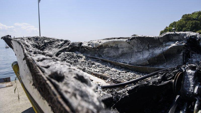 Un bateau explose au large de Rolle