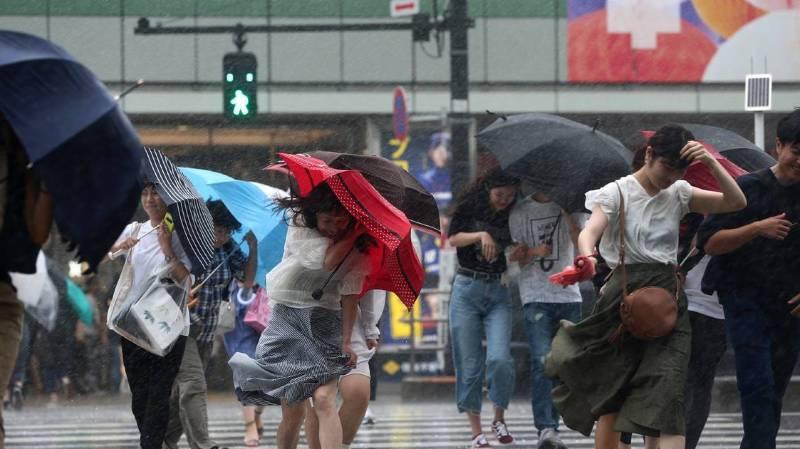 Un puissant typhon a frappé dans la nuit de samedi à dimanche la côte orientale du Japon, entre Nagoya et Osaka. Cela a conduit les autorités à ordonner des évacuations dans un pays déjà durement touché début juillet par des inondations catastrophiques.