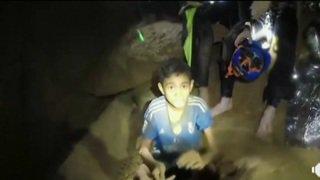 """Enfants dans une grotte en Thaïlande: tous en """"bonne santé"""""""