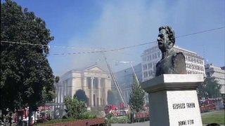 Le toit de l'église du Sacré Coeur à Plainpalais est en flammes