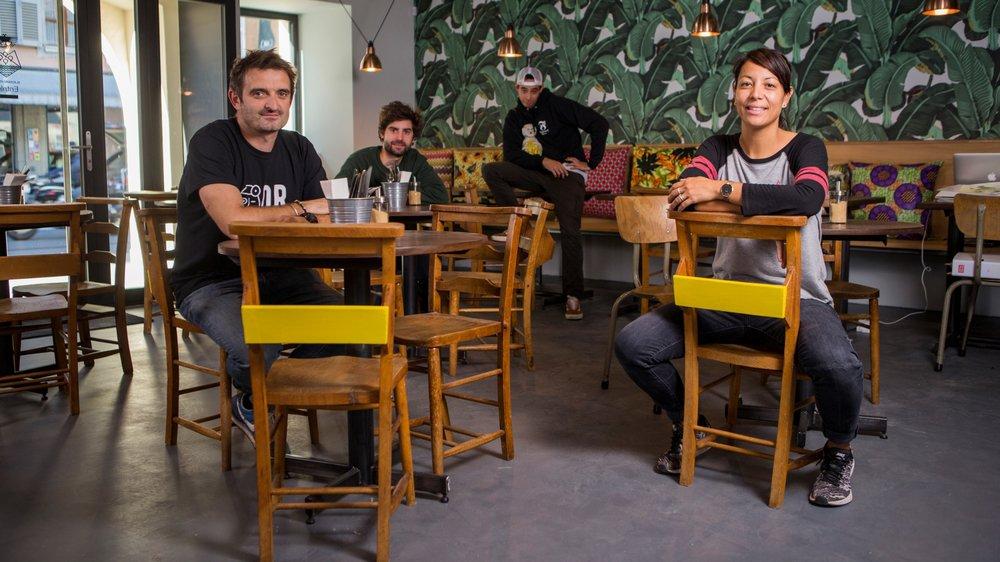 L'équipe du restaurant Blackbird House à Rolle (de g. à dr.): Richard Williams, Max Jaccaud, Jonathan Manansala et Jessica Williams. Ils souhaitent investir l'extérieur de l'établissement pour accueillir de nouveaux clients.