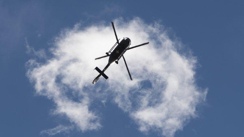 Depuis début juillet, l'entreprise Swiss Helicopter, qui possède quatorze bases à travers toute la Suisse, a effectué une vingtaine d'interventions et transporté environ 300'000 litres d'eau.